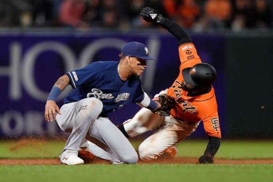 盗塁を試みたジャイアンツのケビン・ピラー【写真:Getty Images】
