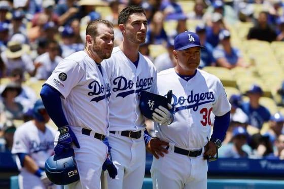 ドジャースのマンシー、ベリンジャー、ロバーツ監督(左から)【写真:AP】