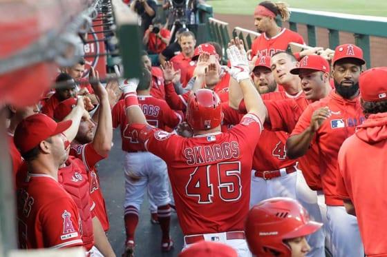 13日の試合で6打点と大暴れしたエンゼルスのマイク・トラウト(中央)【写真:AP】