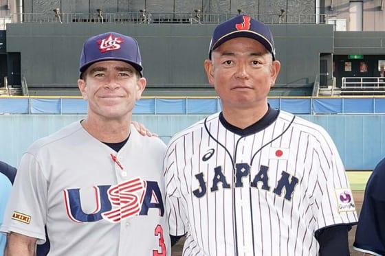 アメリカ大学代表のマクドネル監督(左)と侍ジャパン大学代表の生田勉監督【写真:Getty Images】