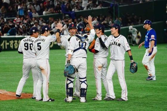侍ジャパンは韓国代表相手に10-8で勝利し17日の決勝に臨む【写真:荒川祐史】