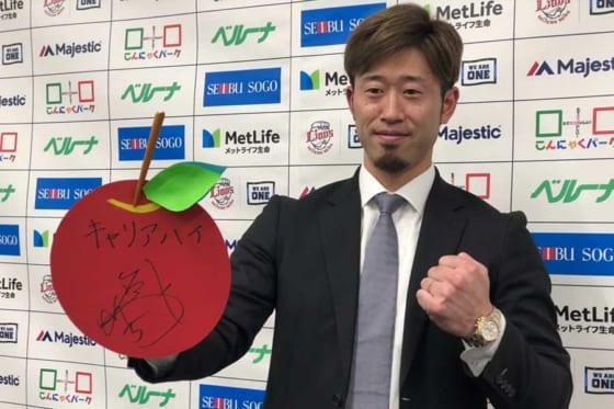 契約更改に臨んだ西武・外崎修汰【写真:安藤かなみ】