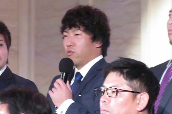 選手お披露目会で意気込みを語った亀澤恭平【写真:岩国誠】