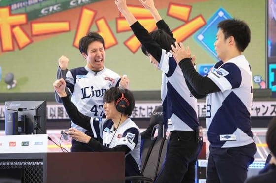 埼玉西武ライオンズ代表選手としてプレーする緒方寛海選手(中央下)【写真提供:(C)Nippon Professional Baseball,(C)Konami Digital Entertainment】