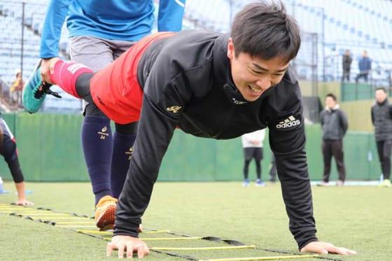 トレーニングで汗を流すソフトバンク・和田毅【写真:福谷佑介】