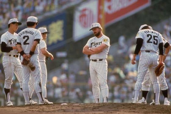 80年代の阪神で主軸とした活躍したランディ・バース氏(中央)【写真:Getty Images】