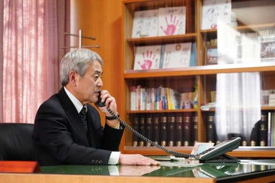 出場決定の電話を受ける花咲徳栄の田中一夫校長【写真:荒川祐史】