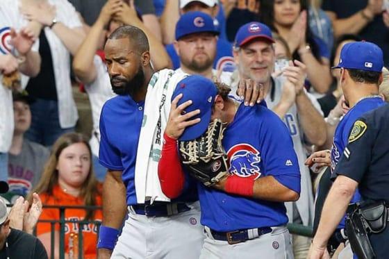 自身の打ったファウルがファンに直撃し涙するカブスのアルモラJr.【写真:Getty Images】