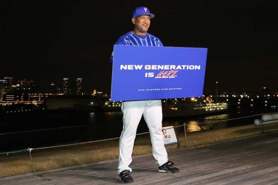 新ユニホームでスローガンを発表したDeNA・ラミレス監督【写真:編集部】