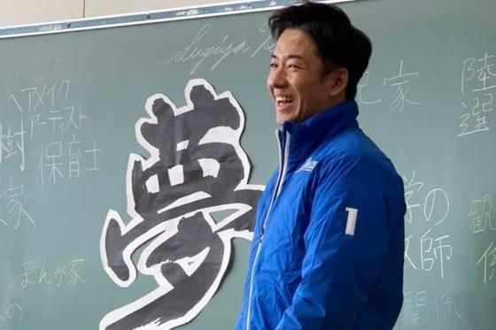 小学校を訪問し特別授業を行った日本ハム・斎藤佑樹【写真:編集部】