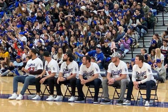 ドジャースの選手らがソウガス高校を訪問し、生徒と交流した【写真:盆子原浩二】