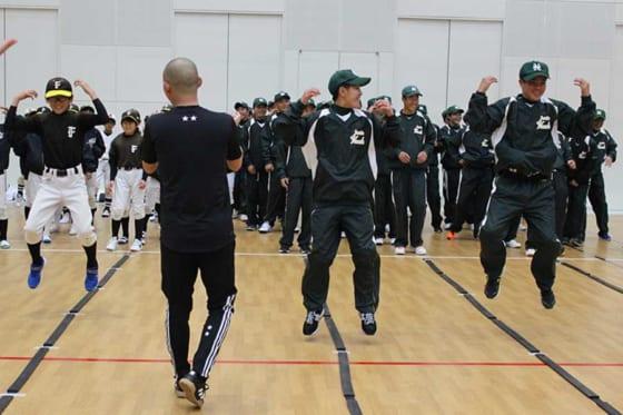 野球肘検診の前にはスポーツリズムトレーニング体験も行われた【写真:広尾晃】