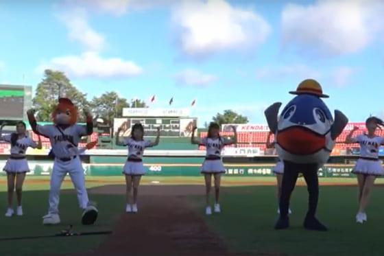 ダンスを披露する統一ライオンズのマスコットとチア(画像はスクリーンショット)