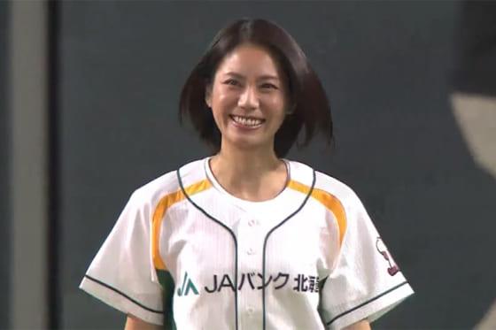 始球式に登場した女優・松下奈緒さん【画像:パーソル パ・リーグTV】