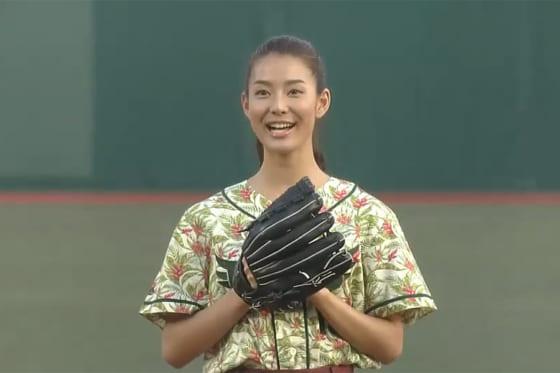 始球式に登場したすみれさん【画像:パーソル パ・リーグTV】