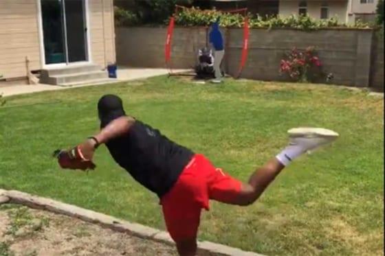 レッズ傘下のハンター・グリーンがツイッターで投球練習映像を公開した(画像はスクリーンショット)