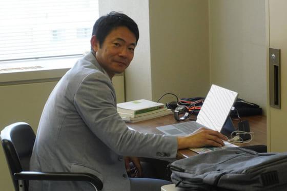 自身の研究室からオンライン授業を行った仁志敏久氏【写真:宮脇広久】