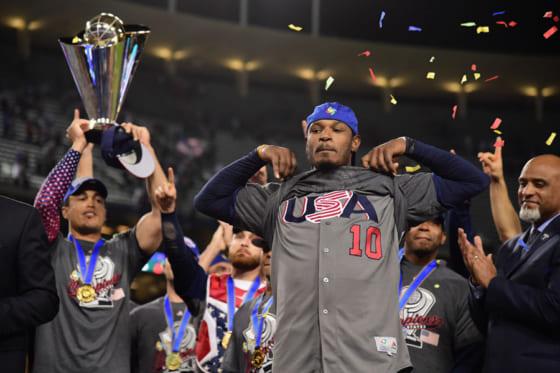 アメリカ代表の優勝に貢献した現オリックスのアダム・ジョーンズ(中央)【写真:Getty Images】