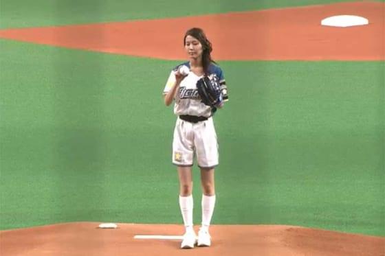始球式を務めたモデル、タレントの原田ゆかさん【画像:パーソル パ・リーグTV】