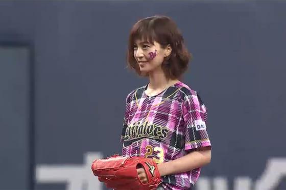 始球式に登場した安田美沙子さん【画像:パーソル パ・リーグTV】