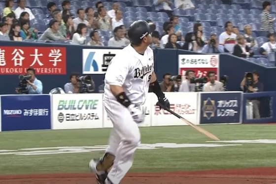バットを折りながら本塁打を放ったオリックスのカラバイヨ【画像:パーソル パ・リーグTV】