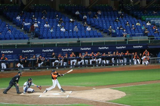 これまで段階的に観客数の上限を引き上げてきた台湾プロ野球【写真:AP】