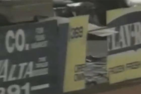 ロドニー・マクレーがフェンスを突き破った(画像はスクリーンショット)