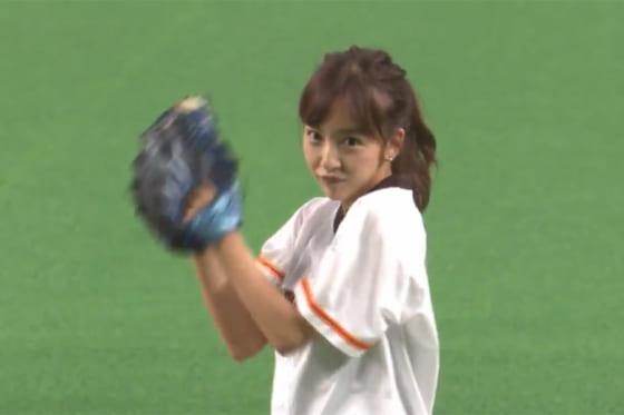 板野友美さんが始球式に登場した【画像:パーソル パ・リーグTV】