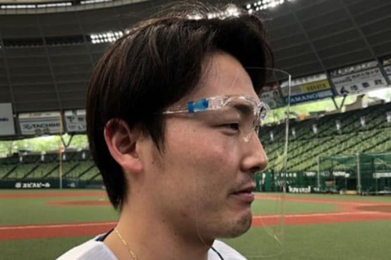 「フェイスシールドグラス」を着用する西武・源田壮亮【写真提供:埼玉西武ライオンズ】