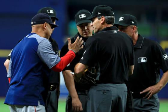 レッドソックスのコーラ監督が説明を求め、試合が14分間中断した【写真:Getty Images】