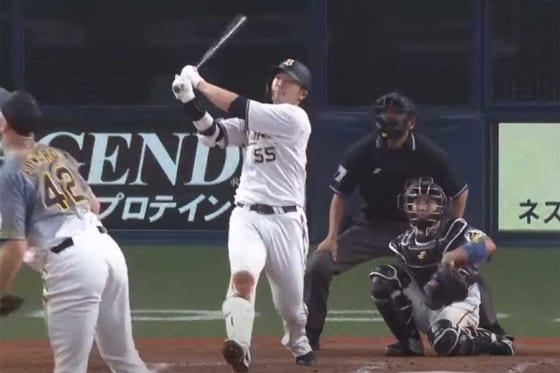 12日の練習試合で8回に本塁打を放ったオリックス・T-岡田【画像:パーソル パ・リーグTV】