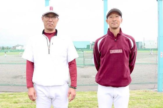 旭川大高・端場雅治監督(左)と山本博幸部長【写真:石川加奈子】
