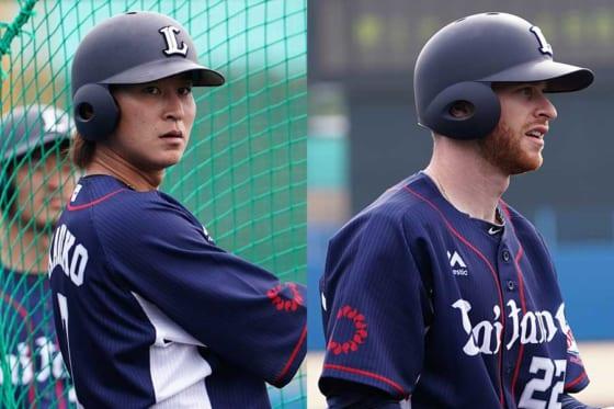 西武・金子侑司(左)とコーリー・スパンジェンバーグ【写真:荒川祐史】