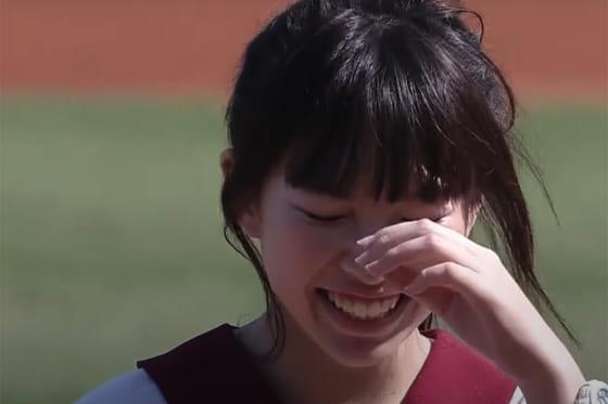 始球式に登場した女子高生・江宛庭さん(画像はスクリーンショット)