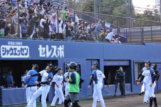 スタンドへ投げ入れる予定だった記念のサインボールを抽選でプレゼントすると発表【画像提供:北海道日本ハムファイターズ】
