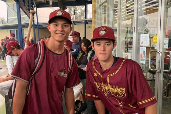 日本、豪州経由でMLBを目指す17歳のフォークナー騰真(右、左はクーメラ・カブスの同僚ウォード力くん)【写真:本人提供】