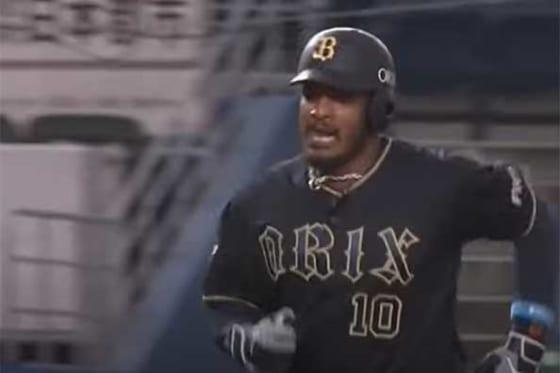 来日第1号本塁打を放ったオリックスのアダム・ジョーンズ【画像:パーソル パリーグTV】