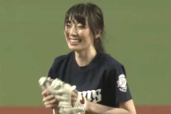 始球式に登場した元AKB48の松井咲子さん【画像:パーソル パリーグTV】