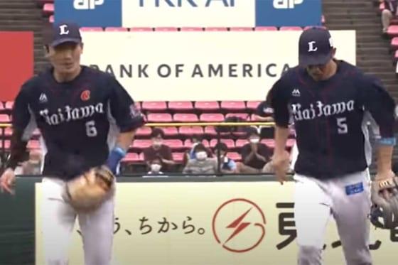 華麗なダブルプレーを見せた西武・源田壮亮(左)と外崎修汰【画像:パーソル パ・リーグTV】