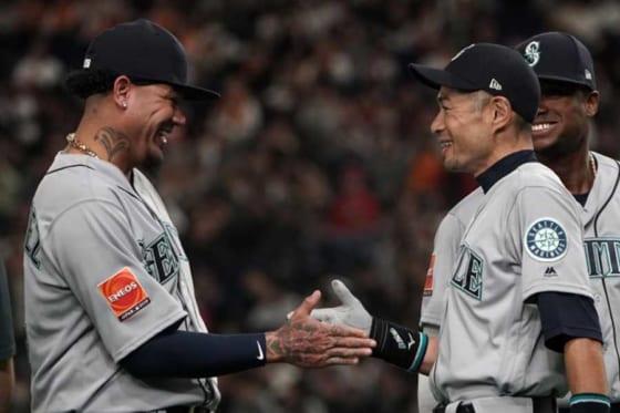 長年マリナーズの「顔」だったフェリックス・ヘルナンデス(左)とイチロー氏【写真:Getty Images】