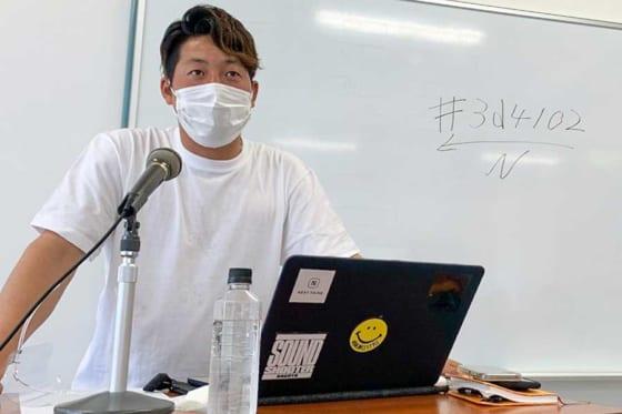 学生200人に向けて講演を行った元中日・友永翔太氏【写真提供:株式会社RESKA】