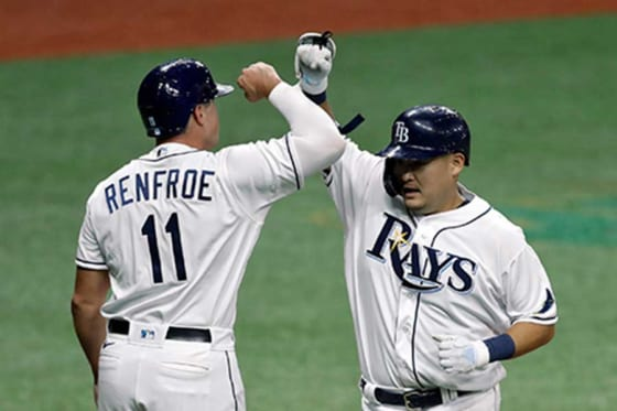 MLB初安打初本塁打を放ったレイズ・筒香嘉智(右)【写真:AP】
