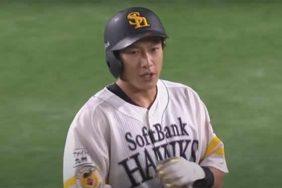 初回に二塁打を放ったソフトバンク・柳田悠岐【画像:パーソル パ・リーグTV】