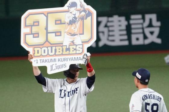 通算350二塁打を達成した西武・栗山巧【写真:宮脇広久】