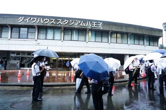 雨天のため26日の西東京大会第1試合は全球場で中止に【写真:荒川祐史】