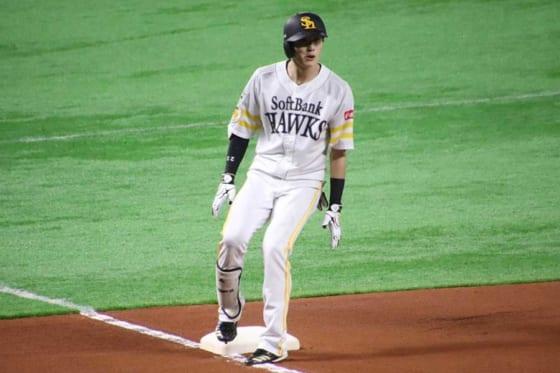右中間への三塁打を放ったソフトバンク・周東佑京【写真:福谷佑介】