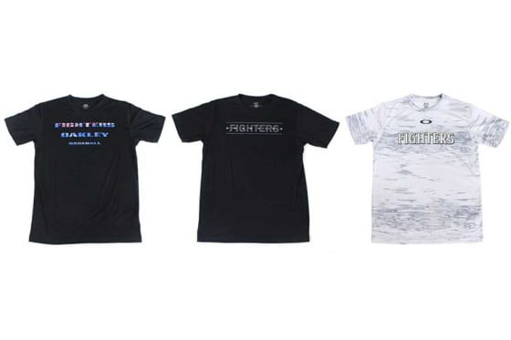OAKLEY FOBロゴTシャツ、OAKLEY スプリットロゴTシャツ 、OAKLEYベースボールTシャツ(左から)【写真提供:北海道日本ハムファイターズ】