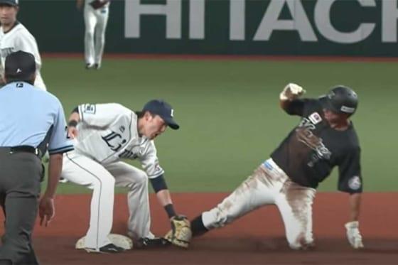 森のセカンド送球だけでなく、源田の素早いタッチにも注目だ【画像:パーソル パ・リーグTV】