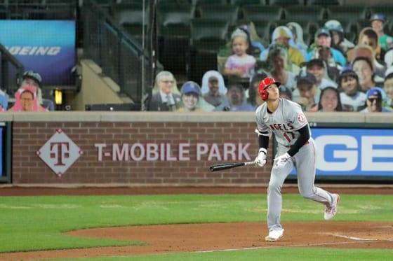 第1打席で本塁打を放ったエンゼルス・大谷翔平【写真:AP】