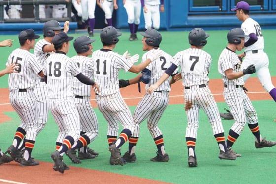 延長11回サヨナラ勝ちで9年ぶりに東東京大会を制した帝京ナイン【写真:荒川祐史】